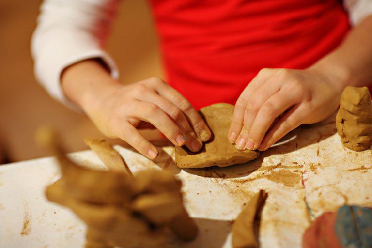 tečaji oblikovanja gline za otroke